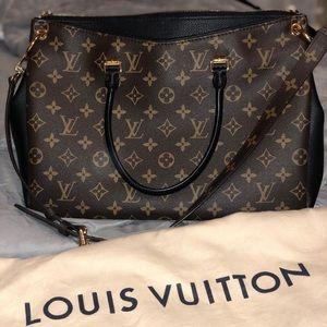 89626b1c6623 Women s Louis Vuitton Pallas Bag on Poshmark